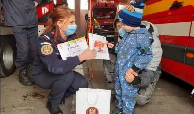 FOTO: Dorința unui băiețel de patru anișori: să-i cunoască pe eroii săi de la ISU Sibiu