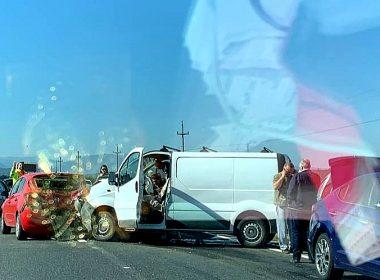 FOTO: Carambol în apropiere de Avrig. O persoană a fost rănită