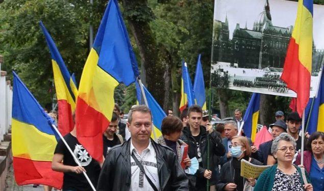 Protest naţionalist cu iz legionar la Statuia lui Brukenthal