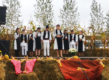 """AVRIG: Joc și voie bună, bucate tradiționale și legume de sezon la Festivalul """"Ţara Oltului în Produse şi Tradiţii"""""""
