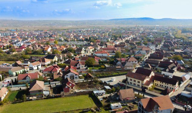 VIDEO DIN DRONĂ – Șelimbărenii sunt gospodari. Administrația comunei a făcut și ea, treabă bună