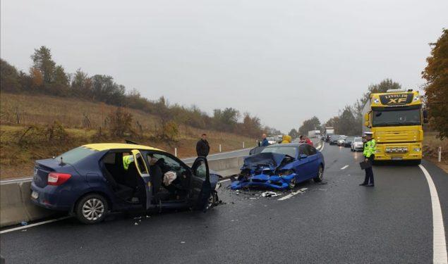 Accident frontal între două autoturisme pe DN7, între Tălmaciu și Boiţa. Cinci persoane rănite
