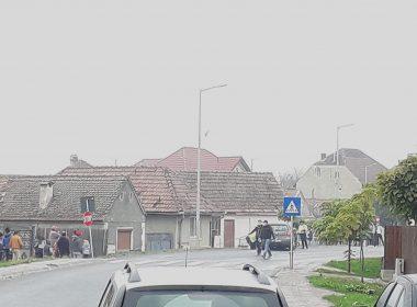 Biciclist lovit de o mașină la Avrig. Are mâna ruptă